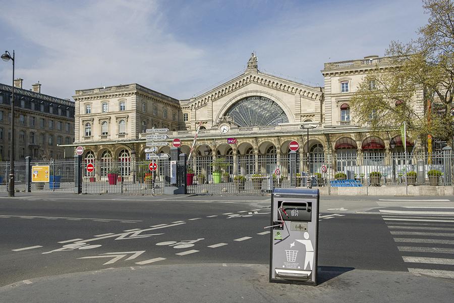 Gare de l'Est, entrée en façade fermée.