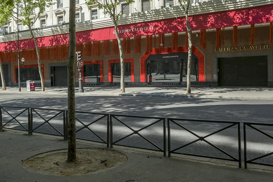 26 avril, 14h49. Boulevard Haussmann, Grands magasins et Galerie