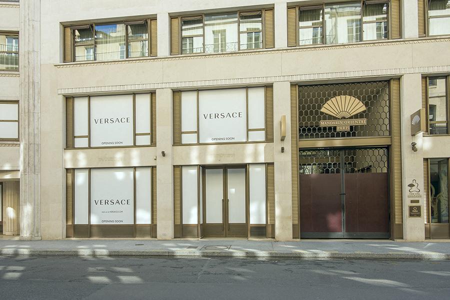 3 mai 2020, 15h53. Rue Saint-Honoré, magasins fermés et obtur