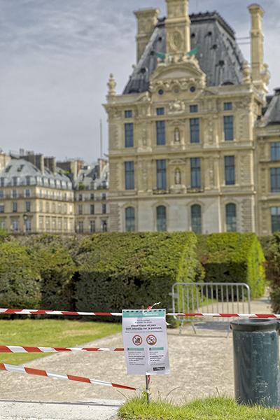 8 mai 2020, 10h07. Jardins du Carrousel. Information Coronavirus